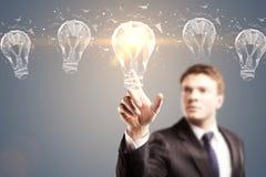 Ampoule luminious de concept d'idée Photo stock