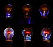 Ampoule rougeoyante avec le filament détaillé et le corps en verre intérieur Photographie stock