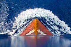Ampoule rouillée rouge d'un bateau-citerne images stock