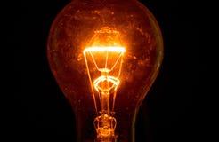 Ampoule sur un fond noir Images stock