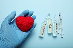 Ampoules avec de l'oxytocine, hormone d'amour Biochimie dans le corps photographie stock libre de droits