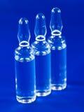 Ampoules en verre avec la médecine photographie stock libre de droits