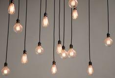 Ampoules sur le fond gris de mur Photo libre de droits
