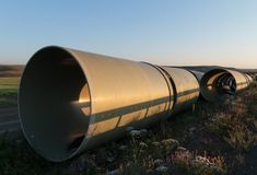 Ampuła betonu drymby czeka infrastruktury pracę Zdjęcie Stock