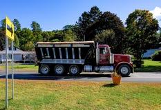 Ampuła, handlowy dumper bagażnik widzieć w USA miasteczku Zdjęcia Stock