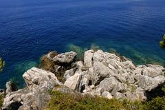 Ampuła kamienie na tle wodny Lopud, Chorwacja panorama zdjęcie stock