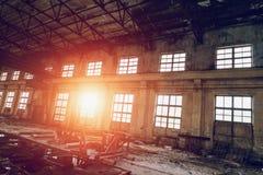 Ampuła pusty zaniechany magazynowy budynek lub fabryka warsztat zdjęcia royalty free