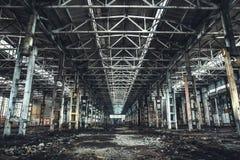 Ampuła pusty zaniechany magazynowy budynek lub fabryka warsztat zdjęcia stock