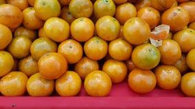 Ampuła stos owoc, pomarańcze Zdjęcia Stock