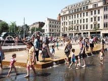 Ampuła tłumy chłodno daleko podczas heatwave obrazy royalty free
