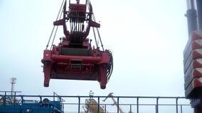 Ampuły żelaza haczyk używać podnosić ciężkich ładunki w warsztacie z zbawczą zapadką klamerka Żuraw podnosi ciężkiego żelaznego s zdjęcie wideo
