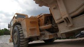 Ampuły ciężarówka Ładująca z Wapienniczą skałą zbiory wideo