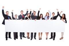 Ampuły grupa z podnieceniem biznesmeni przedstawia sztandar obraz royalty free