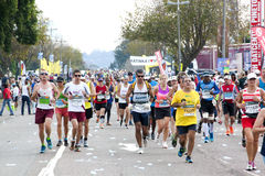 Ampuły pole biegacze Współzawodniczy w 2014 kompanach Maratońskich Zdjęcia Royalty Free