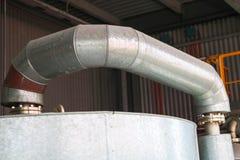 Ampu?a odprasowywa upa?u exchanger, zbiornika, reaktoru, podestylacyjnej kolumny w termicznej izolacji fiberglass i kopalnej we?n zdjęcie royalty free