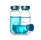Ampules, Flaschen, Phiolen lokalisiert auf Weiß lizenzfreie stockfotos