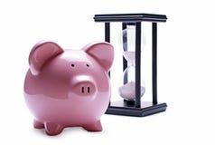 Ampulheta leitão e velha do porco cor-de-rosa Fotografia de Stock Royalty Free
