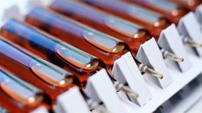Ampullen die Farmaceutische Producten bevatten stock footage