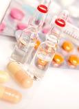 Ampullen und Pillen Stockbild