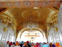 amritsar guld- india solnedgångtempel royaltyfria foton
