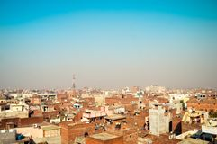 Amritsar, India Arquitetura da cidade do centro com vista superior na imagem dos arranha-céus imagens de stock
