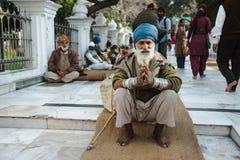 26 Amritsar Luty 2018, India starego indyjskiego sikhijskiego modlenia niedaleka złota świątynia Obrazy Royalty Free