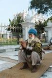 26 Amritsar Luty 2018, India starego indyjskiego sikhijskiego modlenia niedaleka złota świątynia Zdjęcia Stock