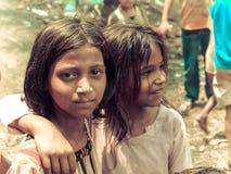 Amroha, Pradesh total, ÍNDIA - 2011: Povos pobres não identificados que vivem no precário Imagens de Stock
