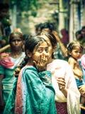 Amroha, Uiterste Pradesh, INDIA - 2011: Niet geïdentificeerde armen die in krottenwijk leven stock foto's