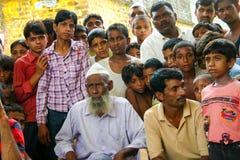 Amroha, Utar Pradesh, Indien - 2011: Nicht identifizierte indische Leute lizenzfreie stockfotografie