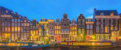 Amstel-Fluss, Kanäle und Nachtansicht schöner Amsterdam-Stadt netherlands lizenzfreies stockfoto
