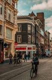 Amsterdão - as ruas livram das tubulações de exaustões imagens de stock