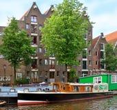 Amsterdão - canais e casas holandesas típicas Imagem de Stock Royalty Free
