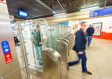 AMSTERDÃO - 30 DE MARÇO DE 2015: Interior do metro O subterrâneo é Fotos de Stock Royalty Free
