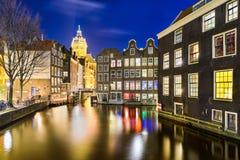 Amsterdão na noite, Países Baixos imagens de stock