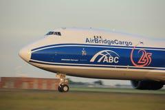 Amsterdão, os Países Baixos - 1º de junho de 2017: VQ-BVR AirBridgeCargo Imagens de Stock