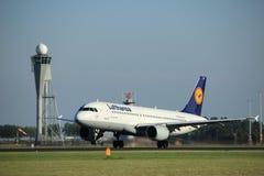 Amsterdão, os Países Baixos - agosto, 18o 2016: D-AIZO Lufthansa Foto de Stock