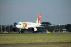 Amsterdão, os Países Baixos - agosto, 18o 2016: TORNEIRA de CS-TTI - Air Portugal Airbus A319 Imagens de Stock Royalty Free