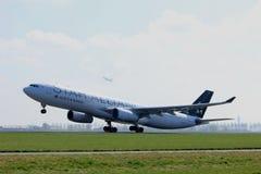 Amsterdão os Países Baixos - 2 de abril de 2017: C-GHLM Air Canada Airbus A330 Imagens de Stock Royalty Free