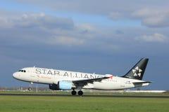Amsterdão os Países Baixos - 7 de abril de 2017: OE-LBX Austrian Airlines Airbus Imagem de Stock