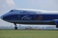 Amsterdão os Países Baixos - 2 de abril de 2017: VQ-BLR AirBridgeCargo Boeing Imagens de Stock Royalty Free
