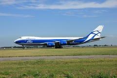 Amsterdão, os Países Baixos - 7 de agosto de 2015: AirBridgeCargo Boei Imagem de Stock