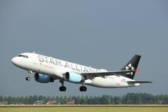 Amsterdão os Países Baixos - 6 de julho de 2017: OE-LBX Austrian Airlines Airbus A320 Fotos de Stock