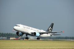Amsterdão os Países Baixos - 6 de julho de 2017: OE-LBX Austrian Airlines Airbus A320 Imagem de Stock