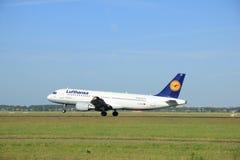 Amsterdão, os Países Baixos - 9 de junho de 2016: D-AIZD Lufthansa arejam Imagem de Stock
