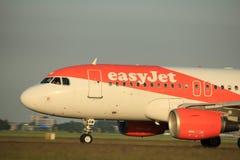 Amsterdão, os Países Baixos - 1º de junho de 2017: EasyJet Airbus de G-EZBW Fotos de Stock