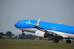 Amsterdão, os Países Baixos - 2 de junho de 2017: Linhas aéreas Boeing 737-900 de PH-BXS KLM Royal Dutch Foto de Stock Royalty Free