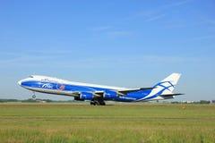 Amsterdão, os Países Baixos - 9 de junho de 2016: VQ-BFE AirBridgeCarg Fotos de Stock