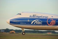 Amsterdão, os Países Baixos - 1º de junho de 2017: VQ-BVR AirBridgeCargo Fotografia de Stock