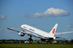 Amsterdão os Países Baixos - 3 de maio de 2018: B-2098 Air China Cargo Boeing 777F Fotos de Stock Royalty Free